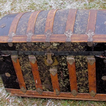 "36""   Black/Beige Mottled Barrel Top Trunk - Furniture"