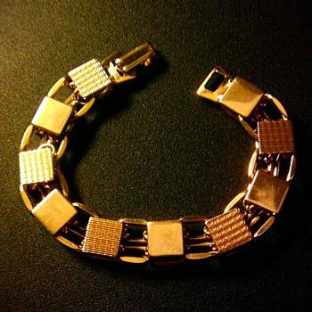Gold tone link bracelet - Costume Jewelry