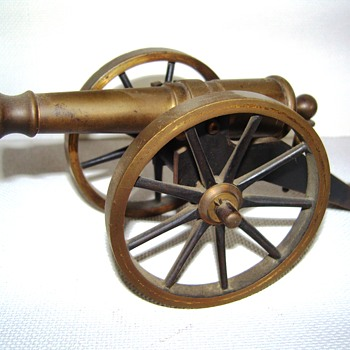 Modelbronzecannon - Military and Wartime