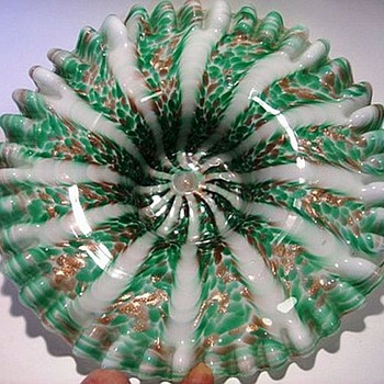 Murano --- Fratelli Toso Crimped Bowl