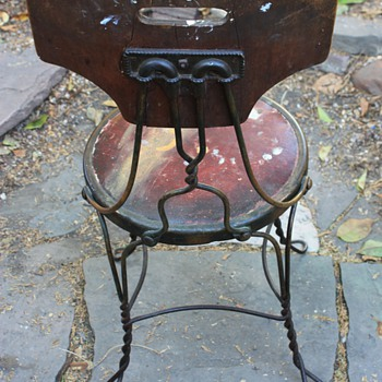 Interesting old chair i found yesterday... - Furniture