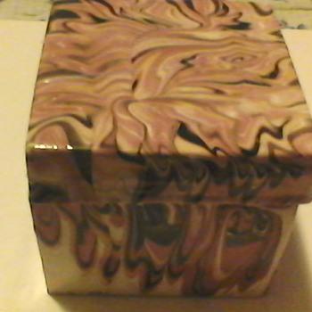 PINK  SLAG ITALIAN BOX  - Pottery