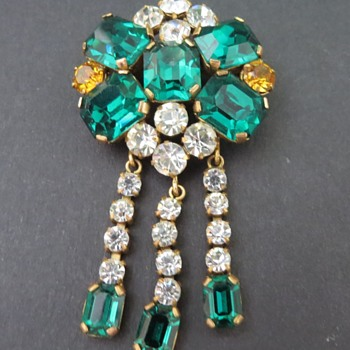 Costume Brooch - Costume Jewelry