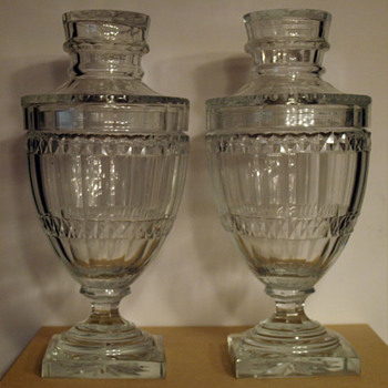 Pair of covered URN-shaped cut crystal jars on square bases - Glassware