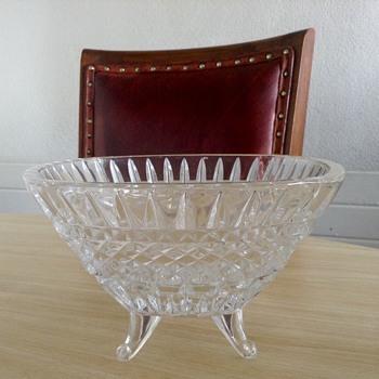 Crystal bowl on 4 legs