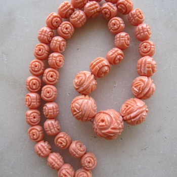 1930's/40's carved flower celluloid necklace - Costume Jewelry