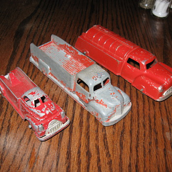OLD MANOIL AND TOOTSIETOY TOY TRUCKS