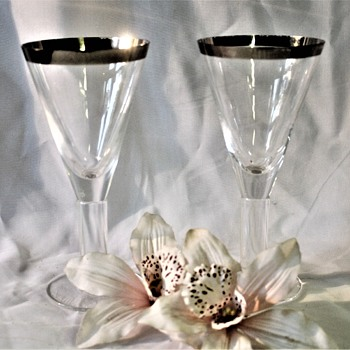Need help identifying these glasses - Glassware