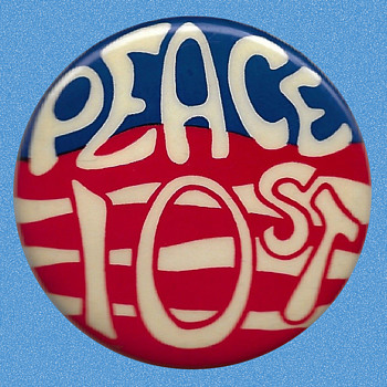 "Important 1968 Greenwich Village ""PEACE 10 ST."" Anti-Vietnam War Pinback - Medals Pins and Badges"