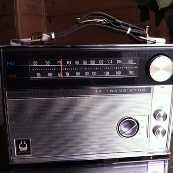 General Electric 16 Transistor Overture Radio