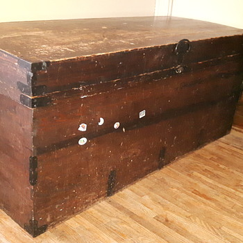 Early Canadian traveling trunk? - Furniture