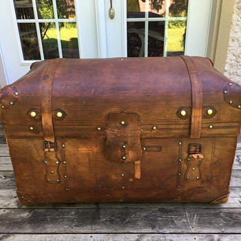 Antique sole leather trunk - Furniture
