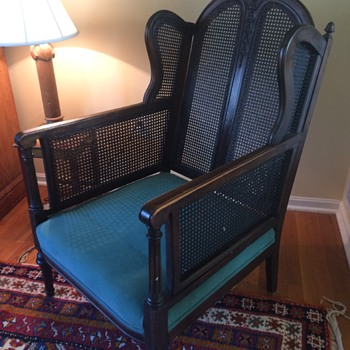Help to identify my great grandfather's chairs ...