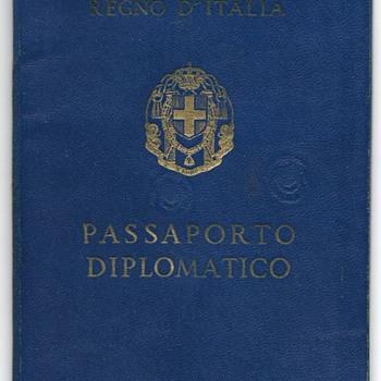 1943 Italian diplomatic passport - Paper