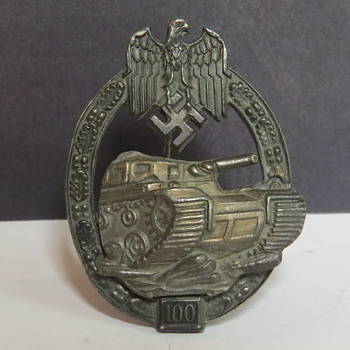 Panzer assault 100 Badge - Military and Wartime