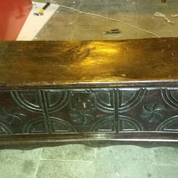 16th/17th century chest ? - Furniture