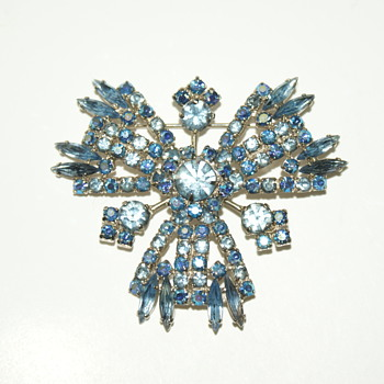 Unsigned Rhinestone Brooch - Costume Jewelry