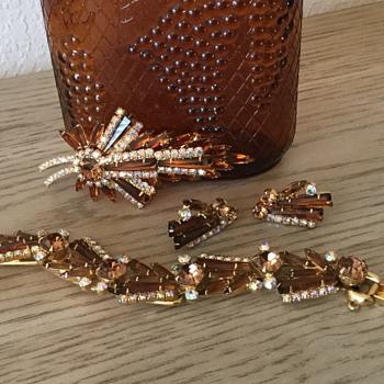 D & E KEYSTONE BRACELET...patience paid off!! - Costume Jewelry