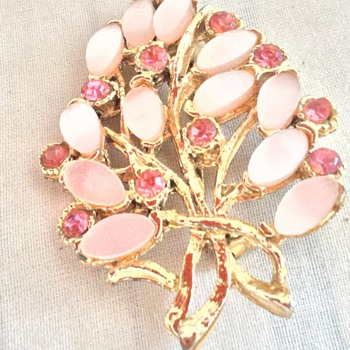 Costume jewellery brooch with pink stones - Costume Jewelry