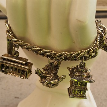 1950's-60's San Francisco charm bracelet - Costume Jewelry