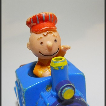 Charlie Brown ( Peanuts ) - 1966 - Small Plastic Friction Toy - Toys