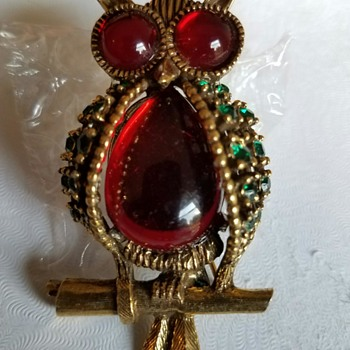 BRIGHT Adorable Owl Brooch covered in Shiny Green and Red