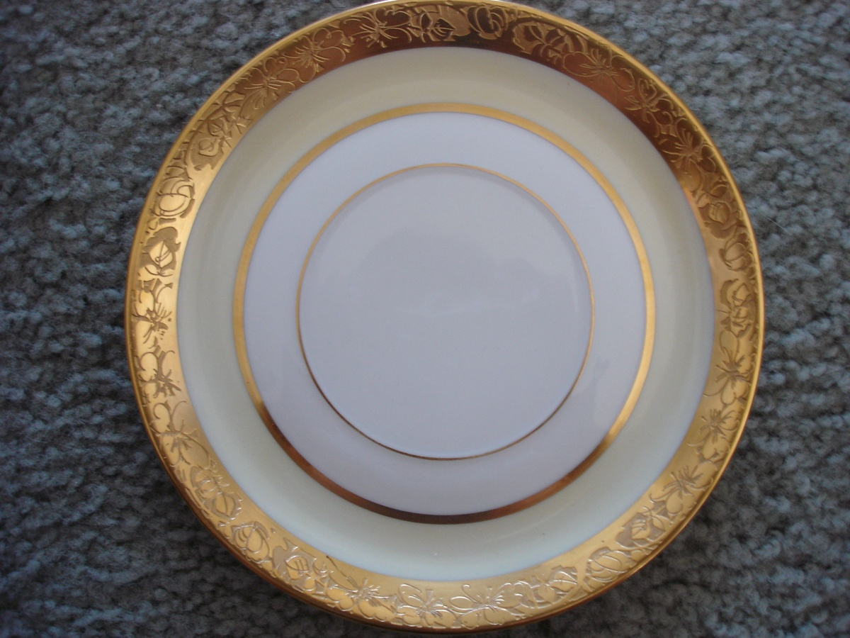 Rosenthal Selb-Bavaria China set... trying to identify pattern ...