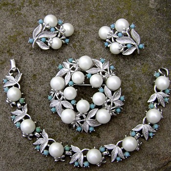Sarah Coventry Brooch Set - Alaskan Summer - Costume Jewelry
