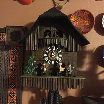Large Cuckoo clock with music and Ompah band  - Clocks