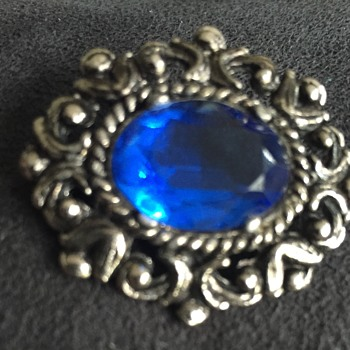 Vintage brooch blue stone pewter finish  - Costume Jewelry