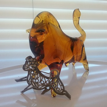 Napier running bull brooch, Pilgrim Glass amber bull  - Art Glass