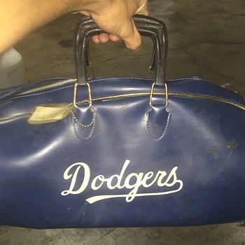 Los Angeles Dodgers  warm up bag  ?