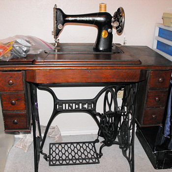 1924 7 drawer Singer Sewing Machine - Sewing