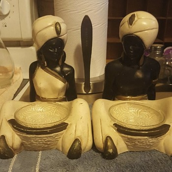 unsoved mystery,  trying to find out what it is - Figurines