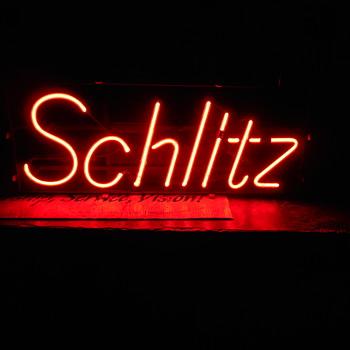1977 Schiltz neon sign - Breweriana
