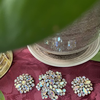 An Early Sherman Pinwheel Set - Costume Jewelry