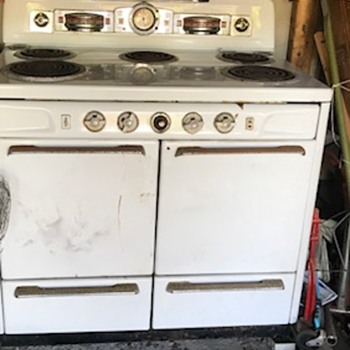 Two vintage ovens. - Kitchen