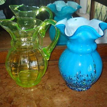 A Kralik shape comparison between an uranium pitcher and a harlequim vase - Art Glass