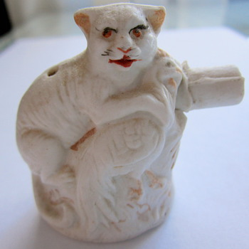 """What is this cat with chicken porcelain """"thing""""? - Animals"""