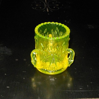 Vaseline Glass Toothpick Holder With Swans Westmoreland Glass 1982-1984 - Glassware