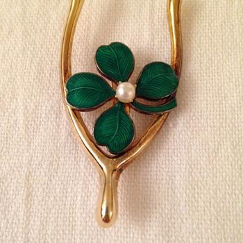 Shamrock and wishbone brooch - Costume Jewelry