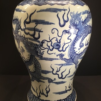 Chinese baluster porcelain vase. - Asian