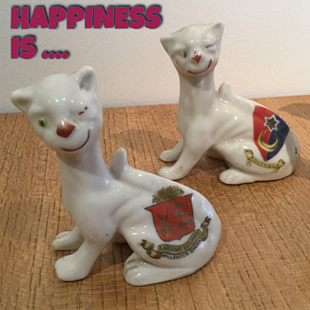 CRESTED CHINA CHESHIRE CAT - SOUTHSEA. - Figurines
