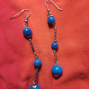 another pair of dangly ladies' earrings I somehow ended up with...? - Costume Jewelry