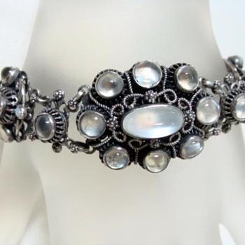 More antique moonstones - Fine Jewelry
