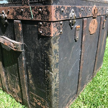 Canvas Trunk NO LATCHES only brass dowels, lid stay, leather handles, metal lock, straps cut off.  - Furniture