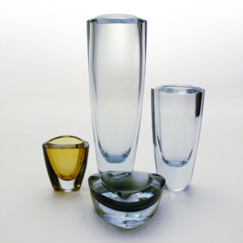Strömbergshytan items from the same range: vases, cigarette holder and ashtray - Art Glass
