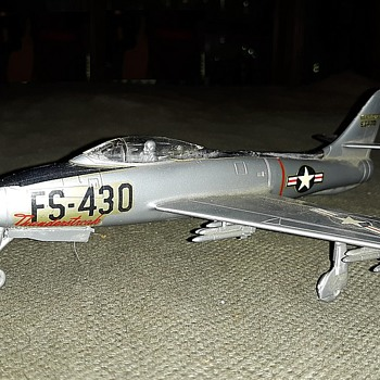Vintage F-84F Thunderstreak Model 1/72 Scale - Military and Wartime