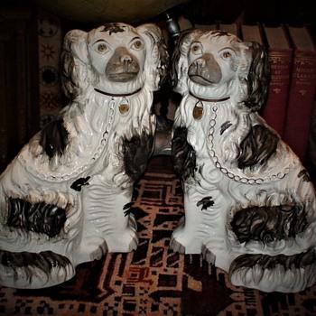 Staffordshire Dogs - Figurines