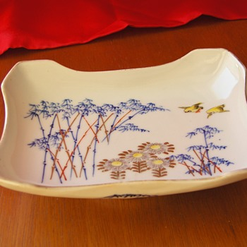Lovely Japanese Porcelain 20th Vintage Meal Side Dish, no mark, 6x4 inches. - Asian